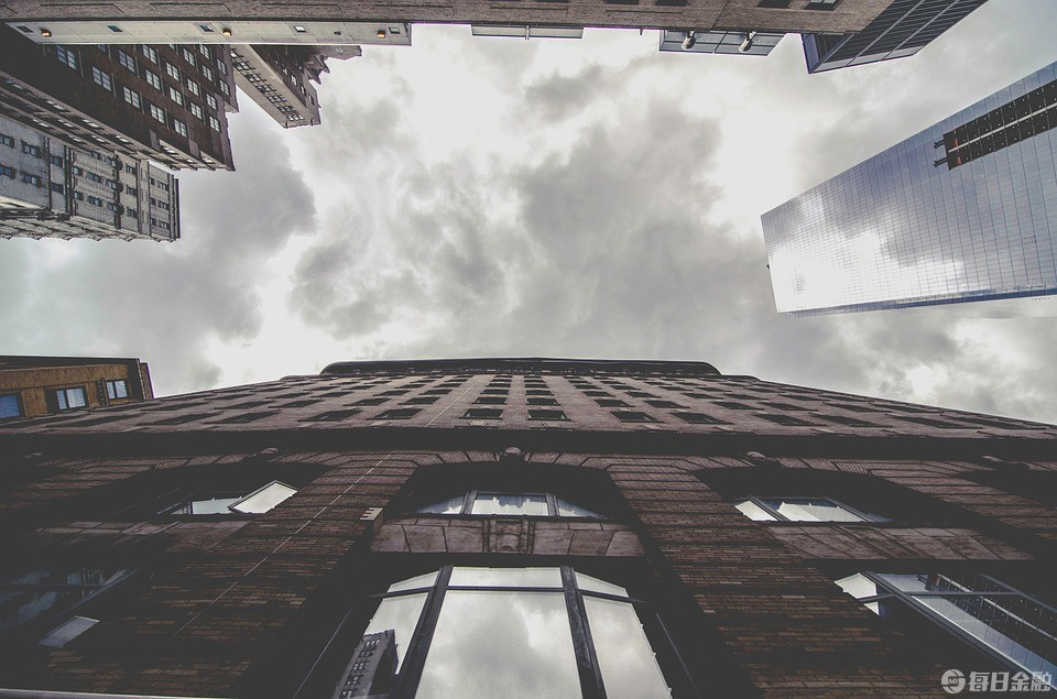 二线城市抢人大战再升级:落户降学历 买房降首付